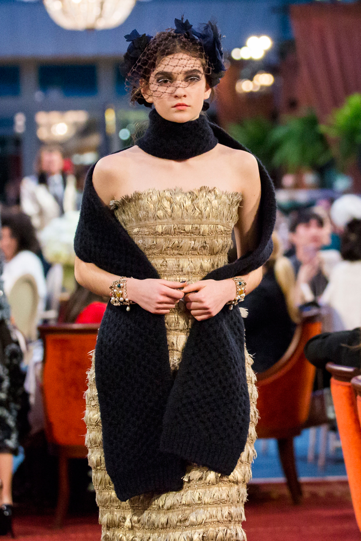 desfile #ParisCosmopolite de Métiers d'Art de Chanel 16