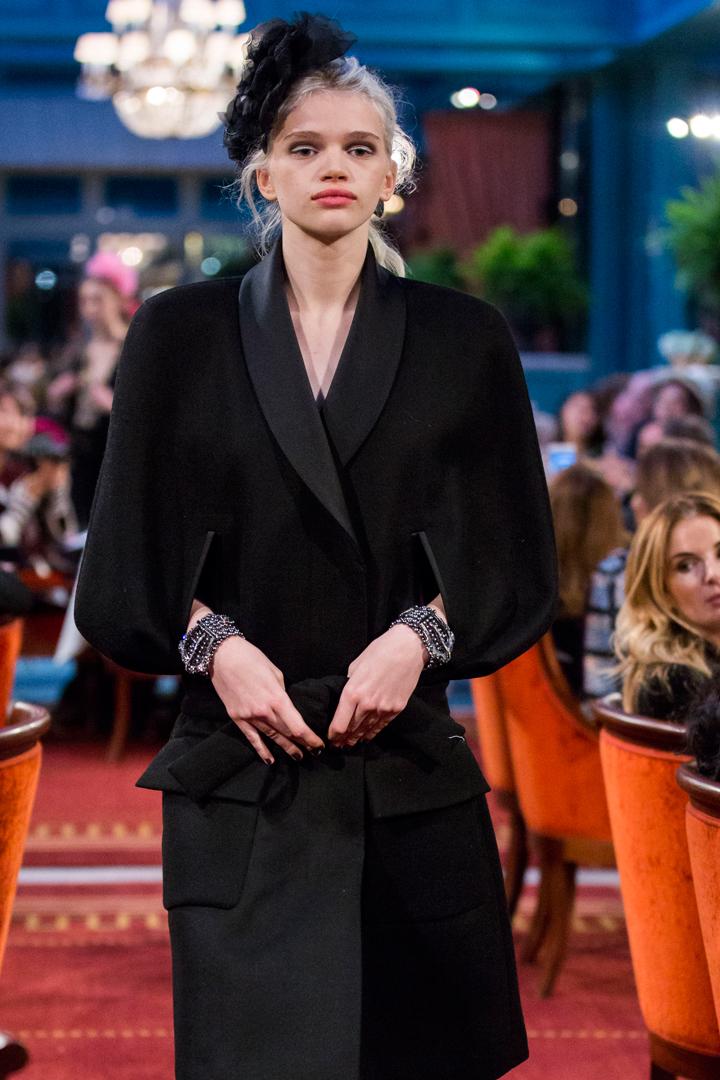 desfile #ParisCosmopolite de Métiers d'Art de Chanel 13