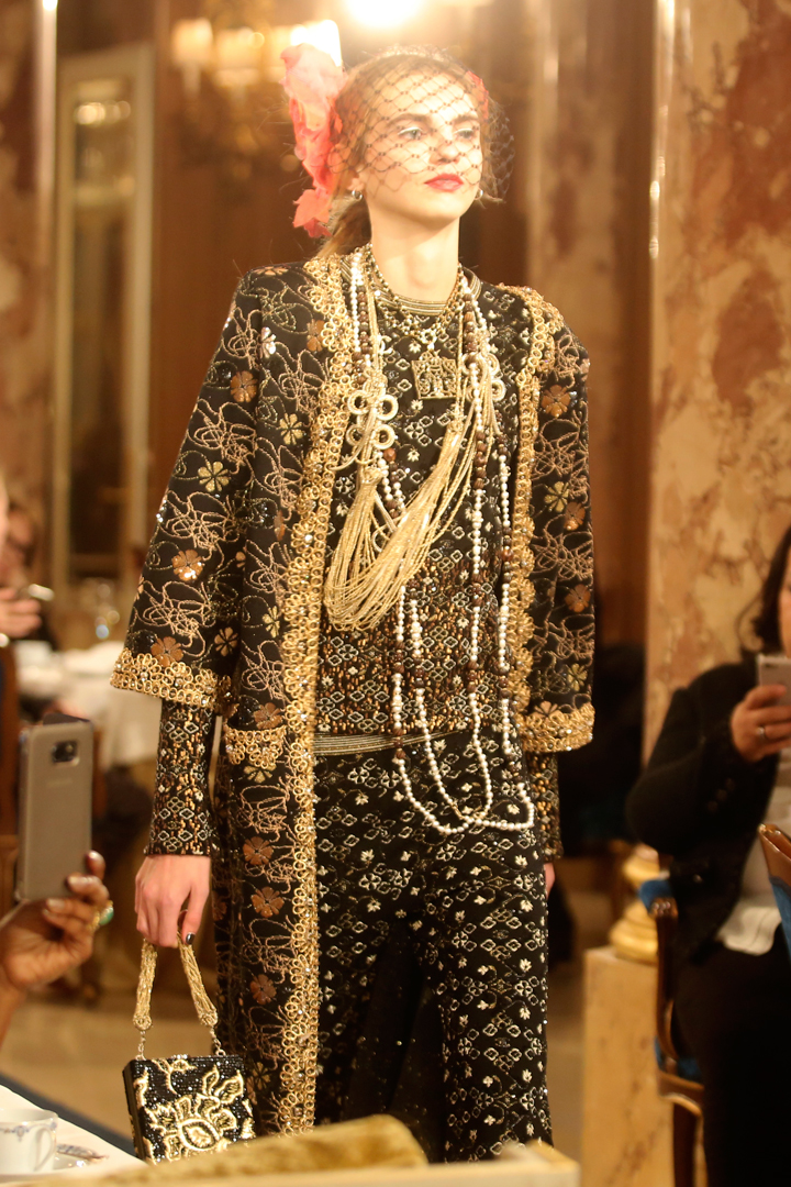 desfile #ParisCosmopolite de Métiers d'Art de Chanel 08