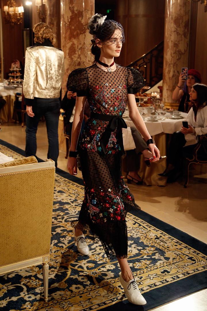 desfile #ParisCosmopolite de Métiers d'Art de Chanel 06