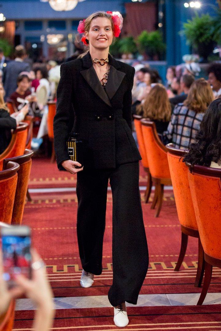 desfile #ParisCosmopolite de Métiers d'Art de Chanel 25
