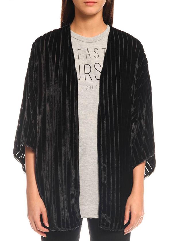 Kimono negro en terciopelo negro bordado