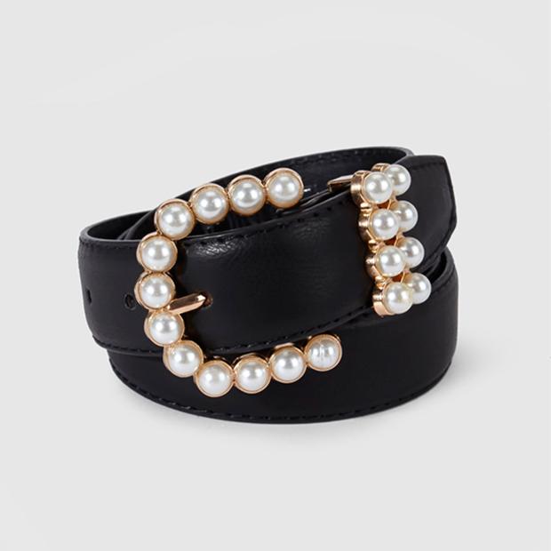 Cinturón negro con perlas