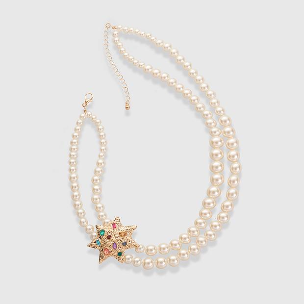 Collar de perlas y estrella