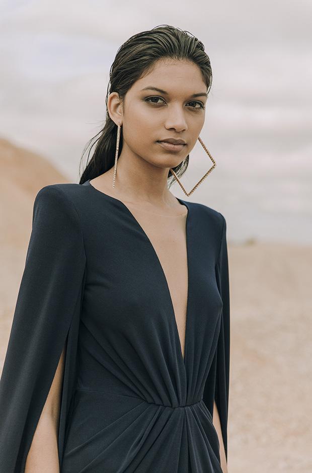 Vestido negro de la colección SS19 de Colour Nude
