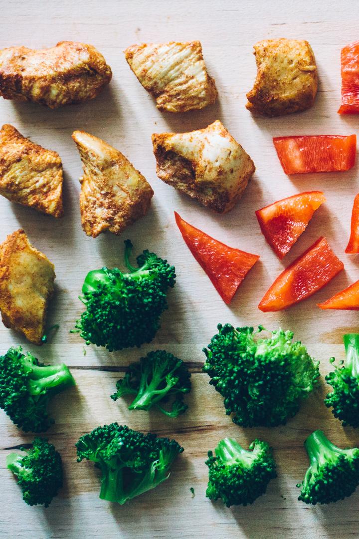 pollo, pimiento y brocoli troceado