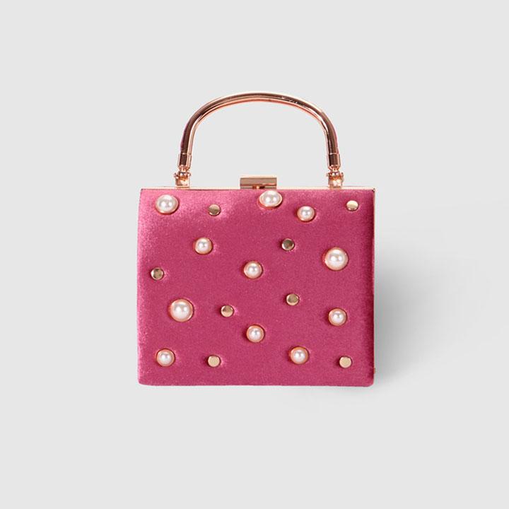 Complementos de invitada: bolso rosa