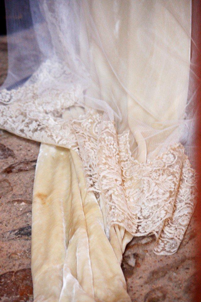 terciopelo complementos bodas invitadas bolsa guantes tocado sombrero lazo zapatos 2