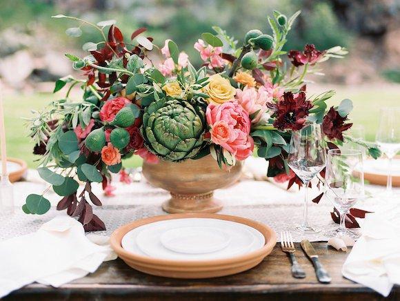 Wedding-centrepiece-with-artichoke