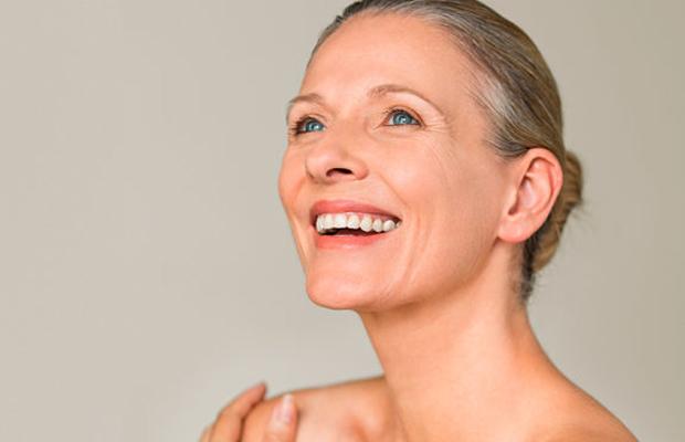 cosmética facial anti-edad