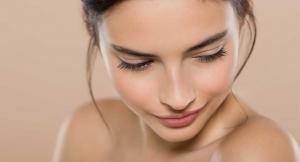 16 cremas con color para olvidarte del maquillaje este verano