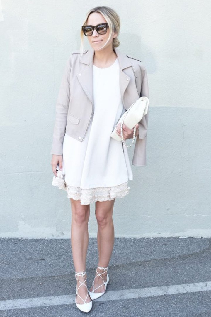 little white dress con biker jacket looks que no pasan de moda