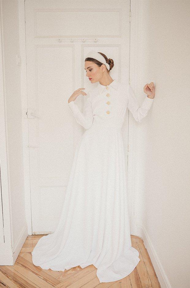 Vestido de novia con botones dorados de la colección Danseuse de Cherubina