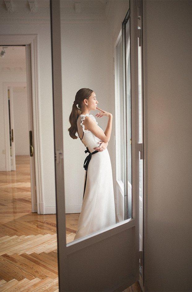 Vestido de novia con lazo negro de la colección Danseuse de Cherubina