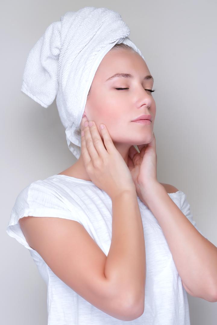 beber agua te ayuda a desintoxicar la piel