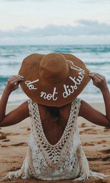 Los sombreros con mensaje serán el complemento del verano