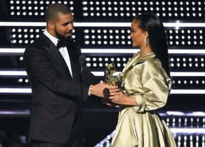 Rihanna y Drake sellan su amor con un tatuaje