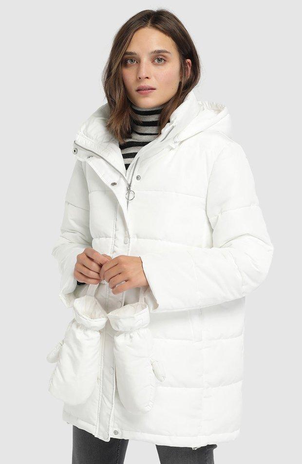Plumífero corto con manoplas de Easy Wear: abrigos tendencia