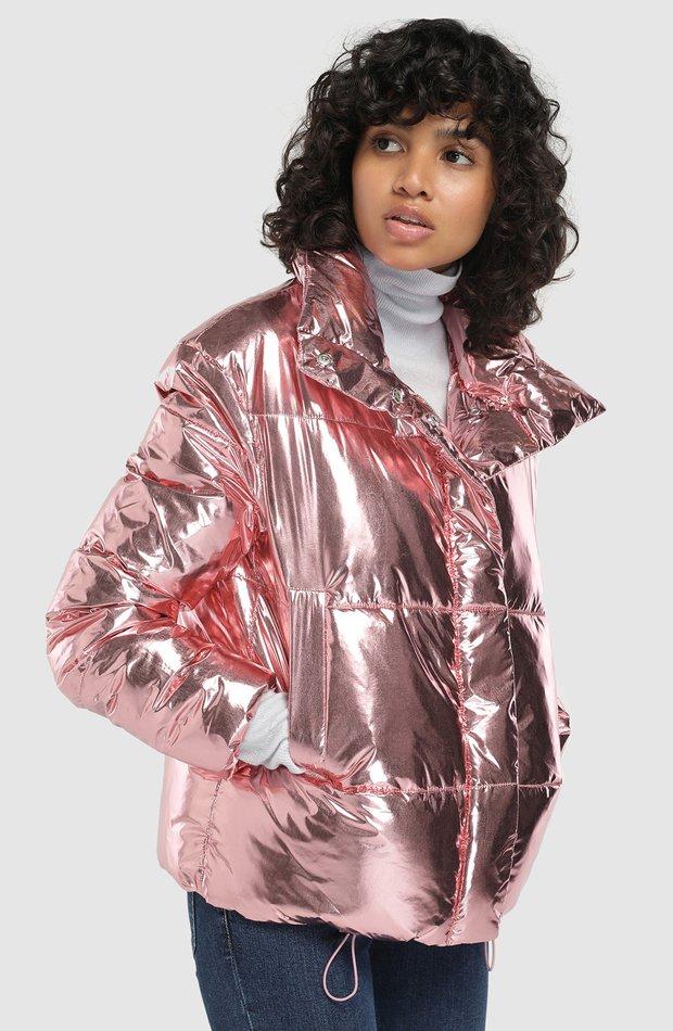 Plumífero corto con efecto metalizado de Easy Wear: abrigos tendencia