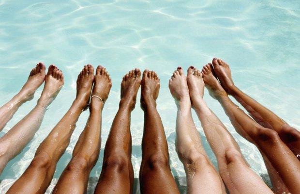 ejercicios-piscina-deportes-piernas