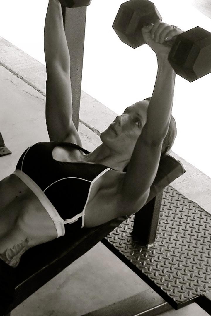 press banca con mancuernas, ejercicios perfectos para la zona del pecho