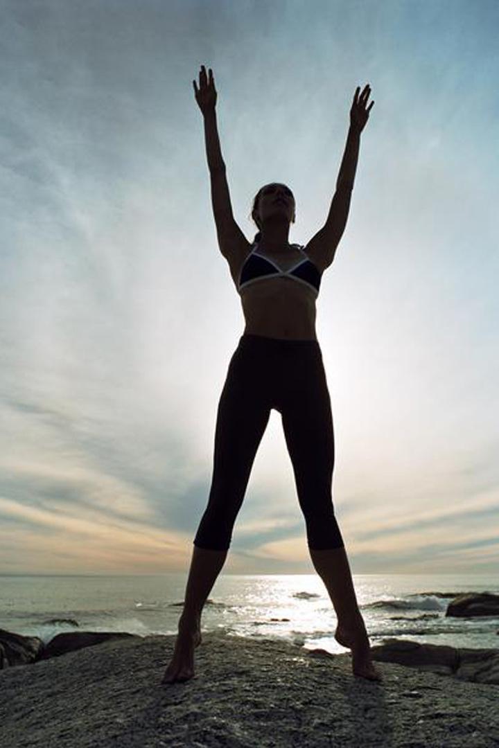 La elevacion de talones es uno de los ejercicios clave para tonificar las piernas