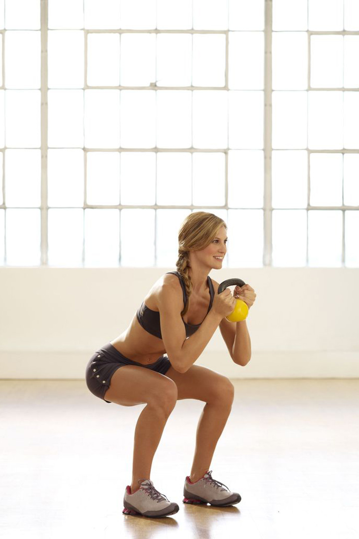Sentadillas completas, ejercicios por zonas para trabajar las piernas