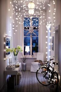 Decoración de Navidad con luces y guirnaldas