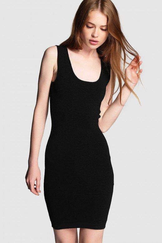 Vestido negro de Fórmula Joven