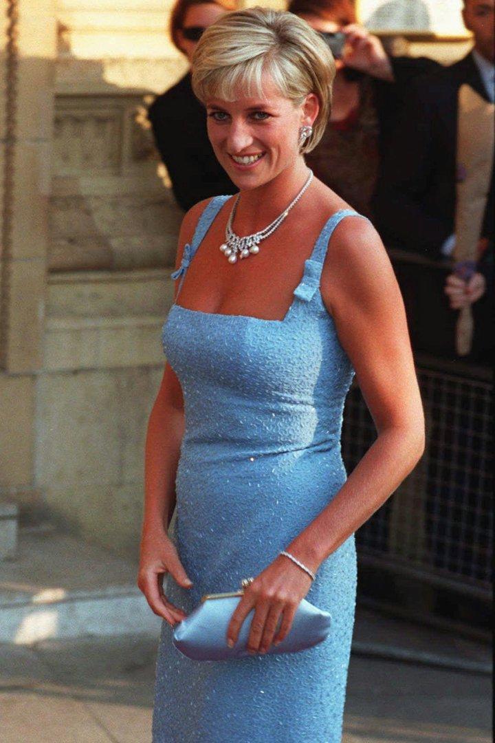 El estilo de Diana de Gales con vestido azul
