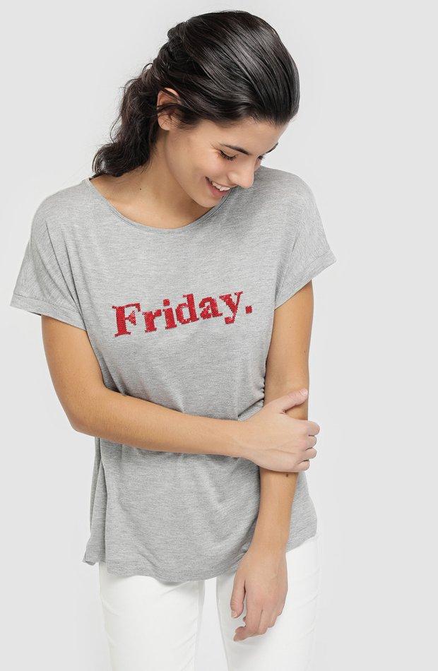 Camiseta gris con mensaje delantero de Elogy: prendas it girl