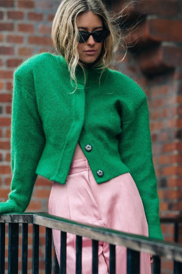 Emili Sindlev con look colour block