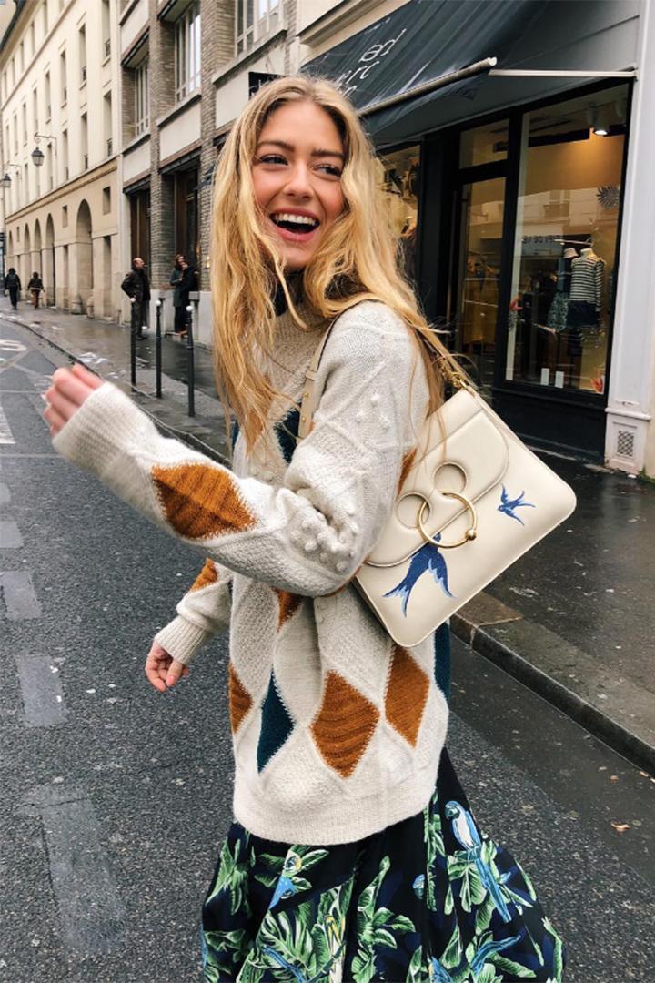 Emili Sindlev con jersey de rombos