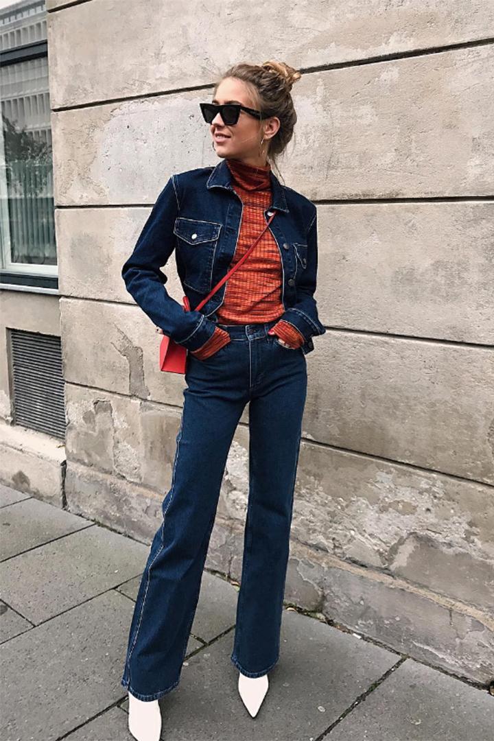 Emili Sindlev con total look vaquero