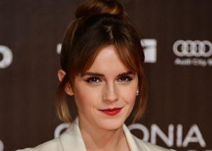 ¿Qué está escondiendo Emma Watson en el metro de Londres?