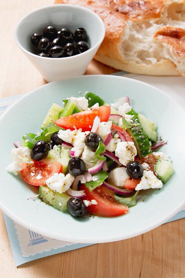 Ensalada griega. un plato fresco perfecto para el verano