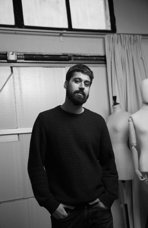 entrevista Moisés Nieto. el diseñador en su estudio