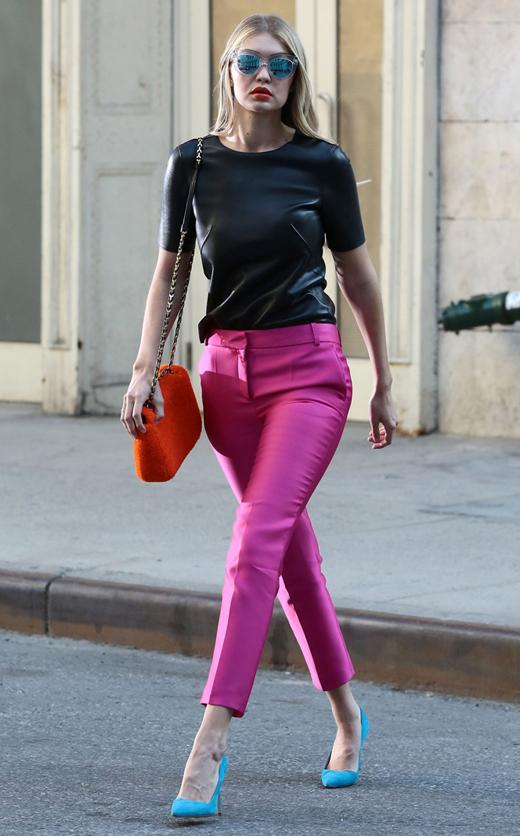 el estilo de Gigi Hadid. look multicolor