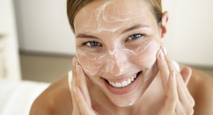 Cómo exfoliarte la piel correctamente