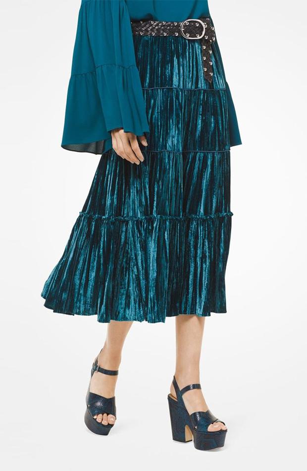 Falda de terciopelo con capas de Michael Kors: invitada de invierno