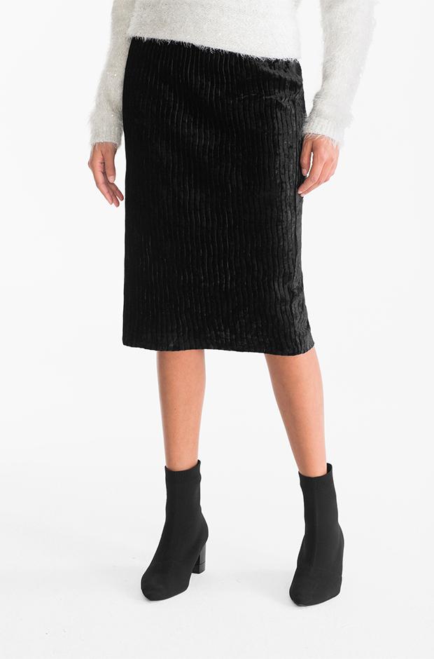 Falda midi negra de terciopelo