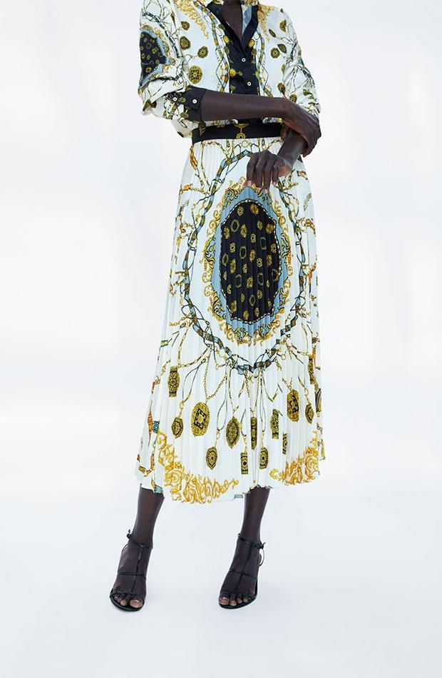 Falda plisada de estampado pañuelo de Zara