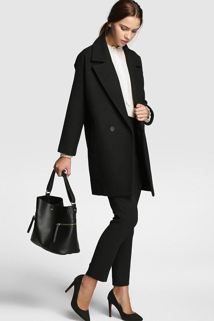 Abrigo negro de corte cocoon de Tintoretto