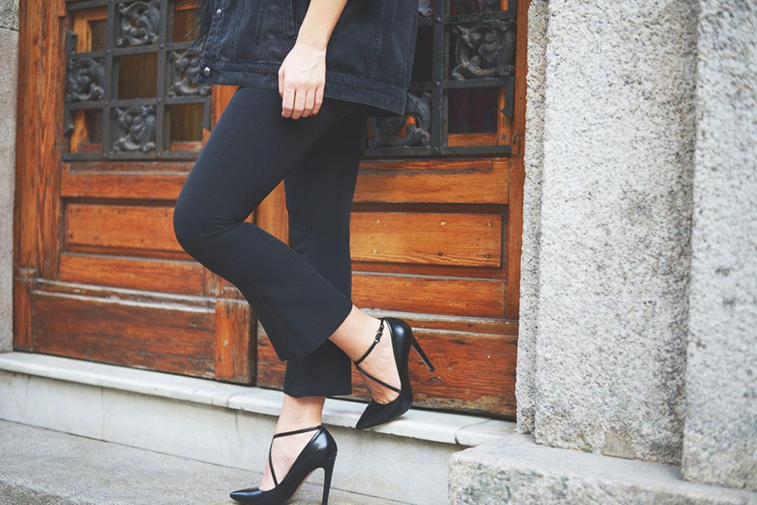 pantalón con sandalias de El Corte Inglés