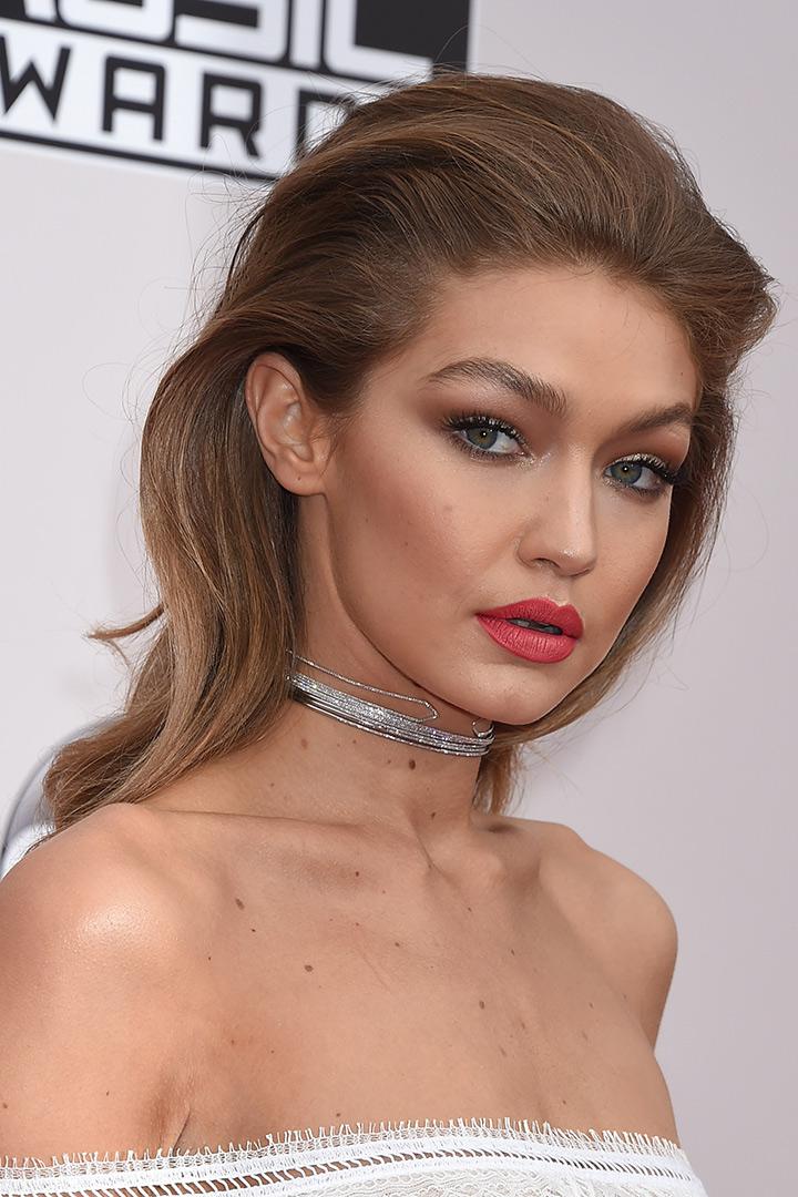 Gigi Hadid primer plano american music awards