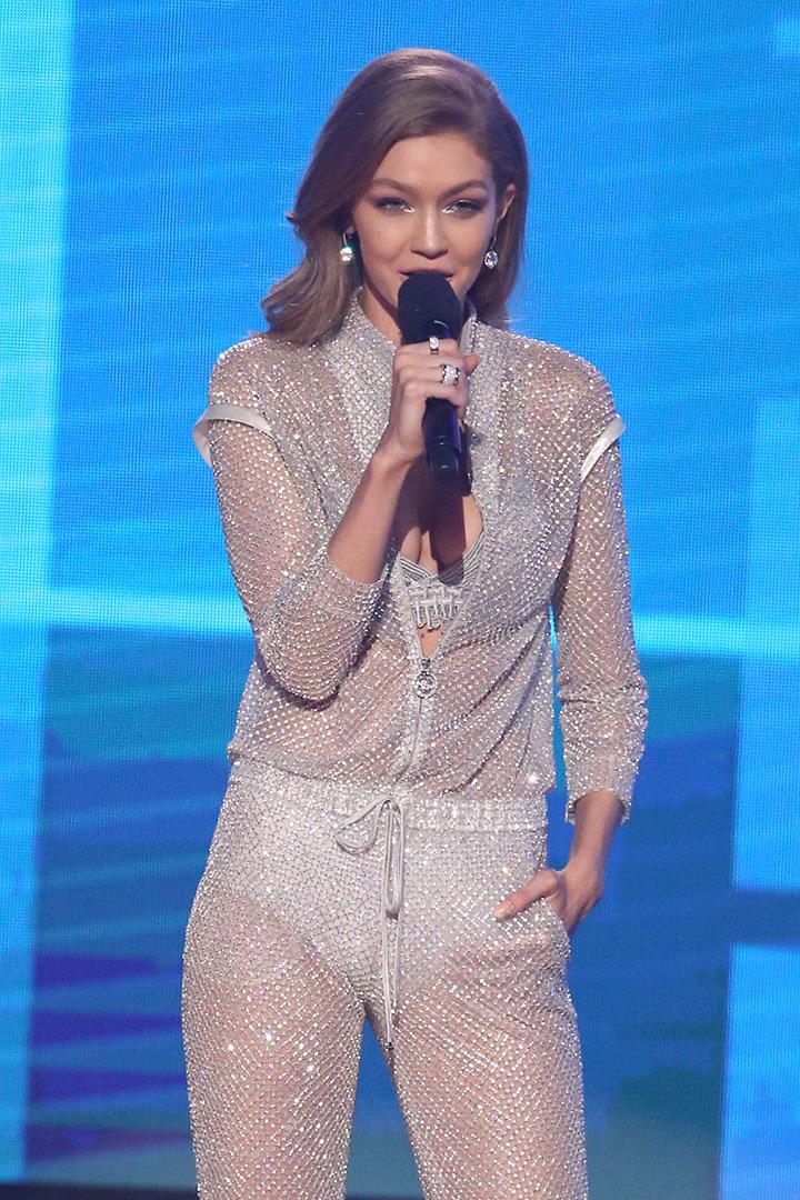 Gigi hadid mono american Music Awards