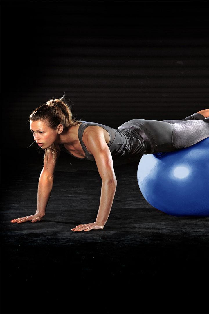Gymball para ganar flexibilidad y fortalecer el abdomen