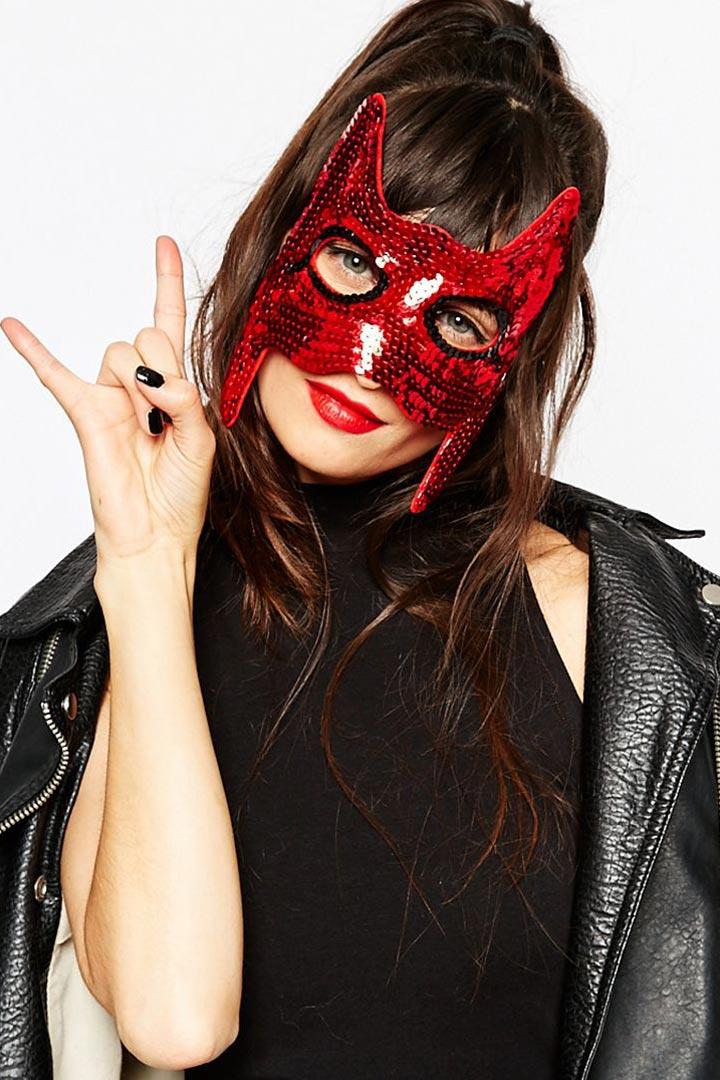 Máscara de lentejuelas rojas