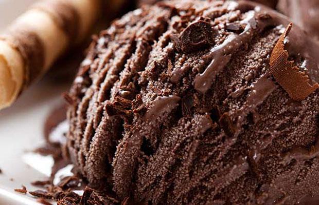 Bola de helado de chocolate