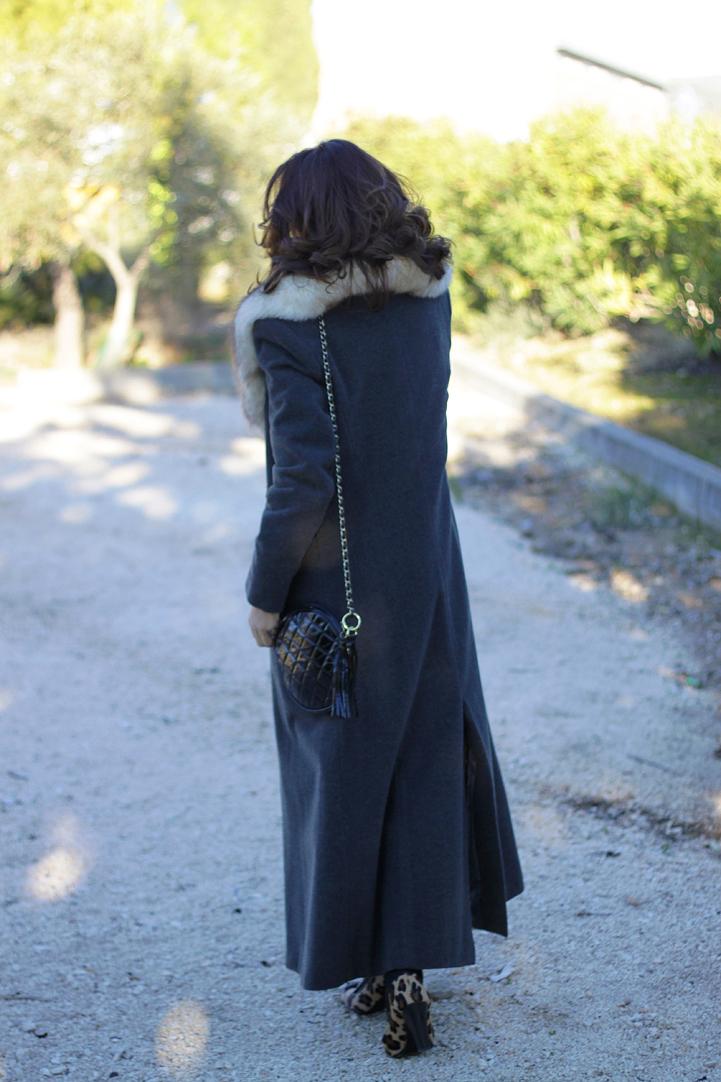 Cuello de pelo y abrigo largo